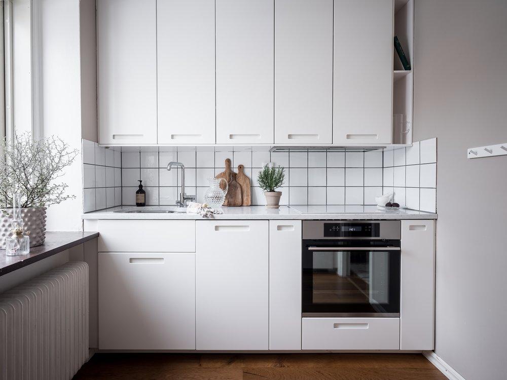 Stilrent och varsamt renoverat kök med diskmaskin.jpg